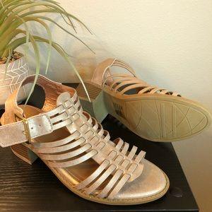 Blush pink strappy heeled sandals 🌸
